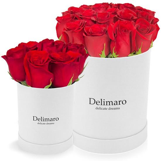 Czerwone róże w białym pudełku, flower box, kwiaty w białym pudełku
