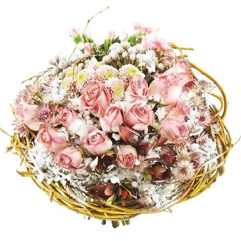 bukiet romantyczny, bukiet z różowych róż, goździków gałązkowych, santini, brunii i wikliny