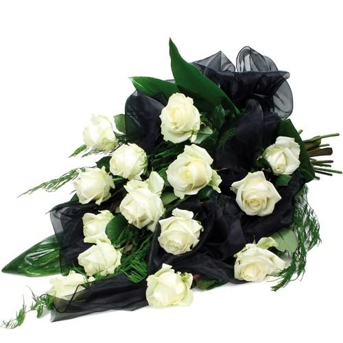 bukiet wyrazy współczucia, bukiet żałobny, bukiet pogrzebowy z 14 białych róż, zieleni dekoracyjnej z czarną organzą