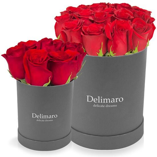 Czerwone róże w szarym pudełku, produkt delimaro typu flowerbox