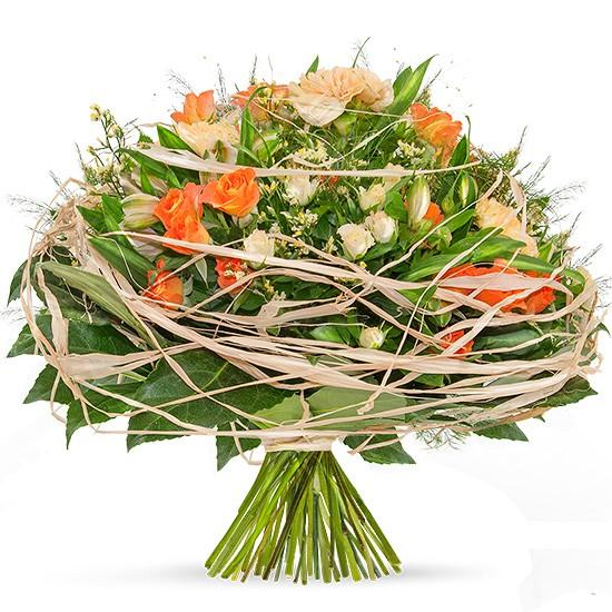 bukiet wir uczuć, róże kremowe, róże pomarańczowe, bukiet okrągły spleciony rafią