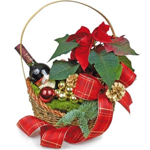świąteczny koszyk z poisencją, przybraniem i czerwonym winem