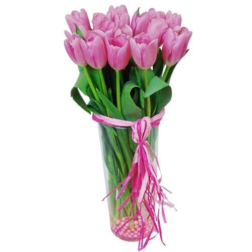 Różowy Skarb, 15 różowych tulipanów z koralikami w wazonie przewiązanym wstążką