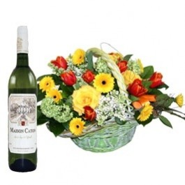 Mały Basket Arrangement and a Bottle of Wine