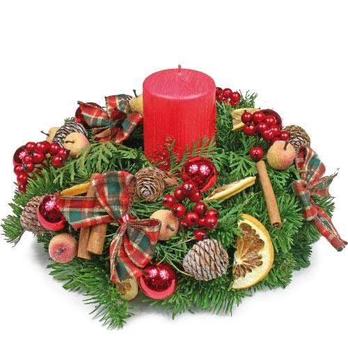 kompozycja red, jodła żywa z jarzębiną, świecą, suszonymi owocami, cynamonem, bombkami, szyszkami i kokardami