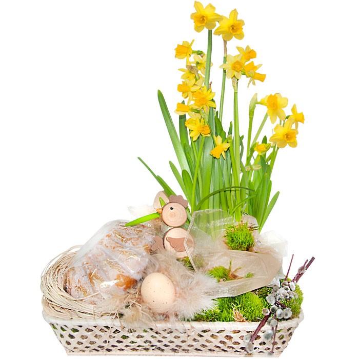 Stroik Wielkanocny z babką, żonkil w doniczce z babką wielkanocną ozdobiony kurczakiem, baziami, jajkami, mchem, rafią, kryształkami w koszu, stroik Wielkanocny
