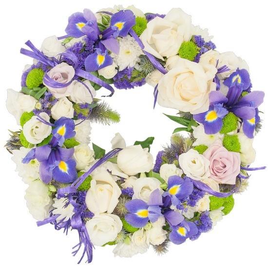 Wieniec Modry, wieniec z eustom, irysów, limonium, róż białych i różowych, róż gałązkowych, santini, eryngium, rafii, zieleni dekoracyjnej, wieniec pogrzebowy