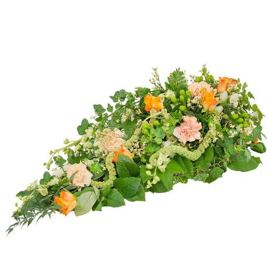 Kompozycja Arkadyjska, kompozycja z goździków, limonium, ostróżkek, róż pomarańczowych, hypericum, zieleni dekoracyjnej, kompozycja na kondolencje