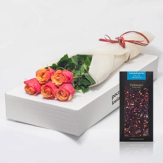 5 herbacianych róż z czekoladą w kartonie