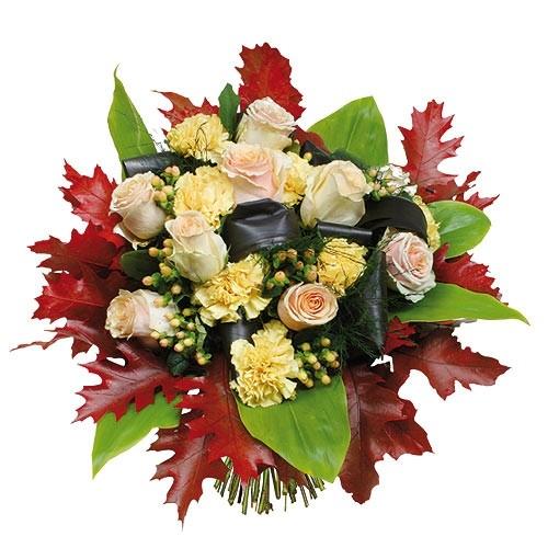 bukiet kwiatowy płomień, białe róże, goździki, hypericum i kolorowe liście