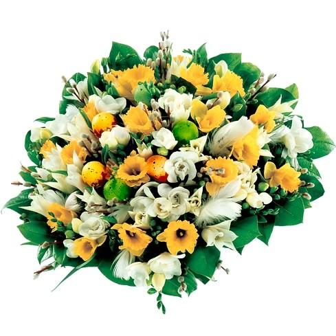 Tulipany, frezje, żonkile, bazie, jajka na druciku, pióra, zieleń dekoracyjna w bukiecie, Bukiet Wielkanocne pisanki,