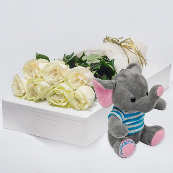 7 białych róż z niebieskim słonikiem w kartonie