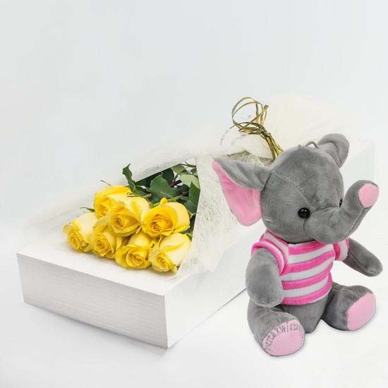 7 żółtych róż z różowym słonikiem w kartonie