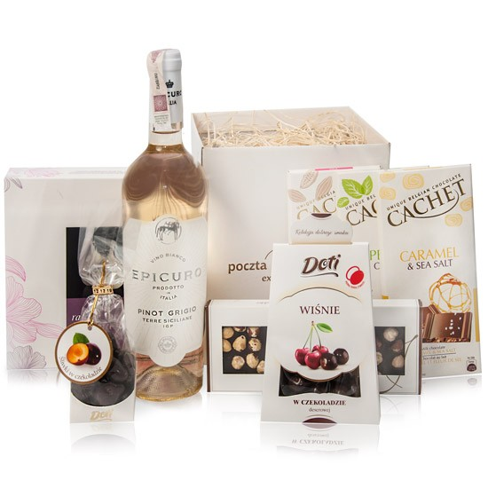 Damski prezent, białe wino figi w białej czekoladzie w białym pudełku