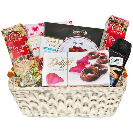 Tea basket lover, basket with tea, coffee and chocolates