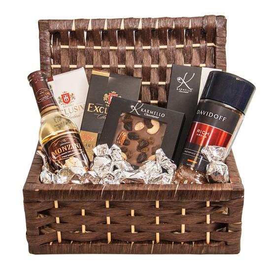 Koszyk prezentowy Czarna elegancja, kawa i syrop do kawy w koszyku ze słodyczami