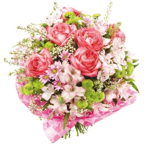 bukiet różowy, róże z alstromerią, santini różowym i zielonym i gipsówką w różowej kryzie