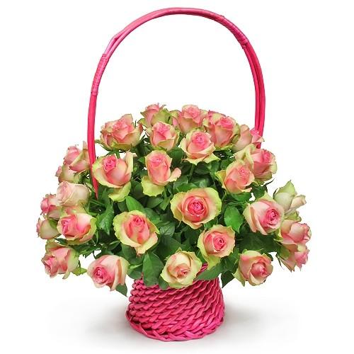 Kompozycja Finezja, 30 róż różowych w koszu, kompozycja różowych kwiatów w koszyku