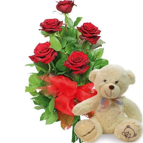 Kwiaty Pluszowy Amorek, czerwone róże z zielenią i wstążką, bukiet 5 czerwonych róż z pluszowym misiem