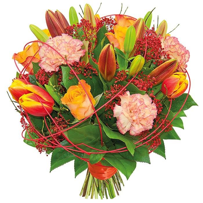 Bukiet Magiczny Czas, lilie, goździki, róże czerwone, tulipany, gipsówka, rattan, zieleń dekoracyjna w bukiecie przewiązanym wstążką