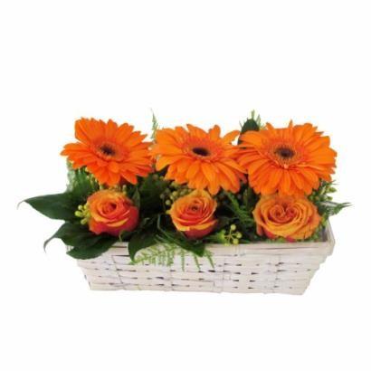 Pomarańczowy koszyk z gerberami