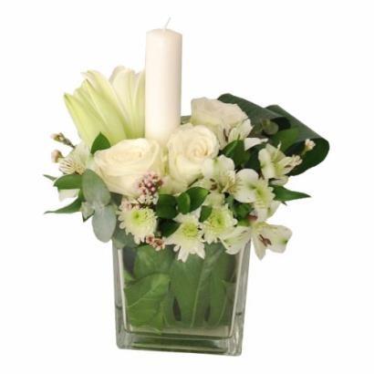 Kompozycja z białych kwiatów