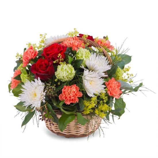 Kosz kwiatów w ciepłych odcieniach