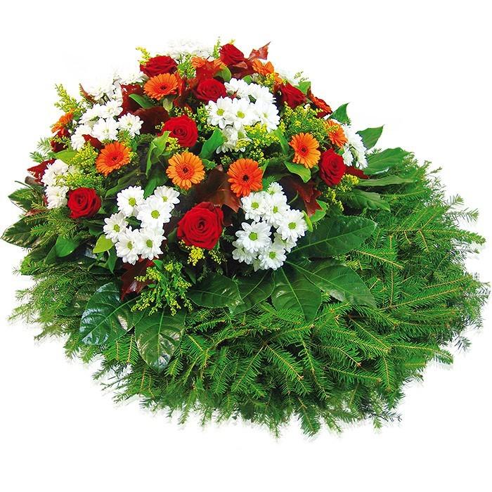 Wieniec Pamiętamy, wieniec pogrzebowy z broszką, białe margaretki i pomarańczowe gerbery w wieńcu pogrzebowym