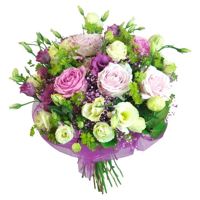 bukiet vivat, bukiet kwiatów w purpurowej organzie, kwiaty biało różowe, eustomy, różowe róże, zieleń dekoracyjna