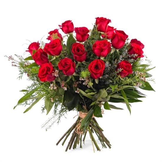 18 długich czerwonych róż