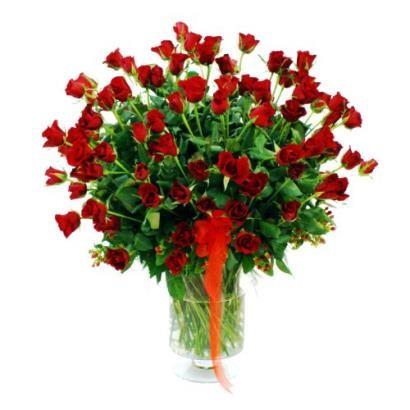 100 czerwonych róż w wazonie