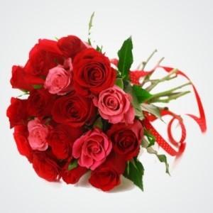 Bukiet czerwonych i różowych róż