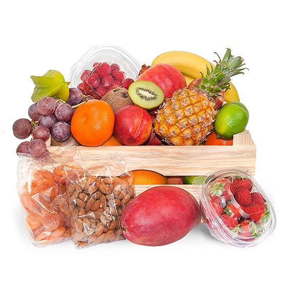 skrzynka owoców premium, owoce w drewnianej skrzynce, prezent z owocami