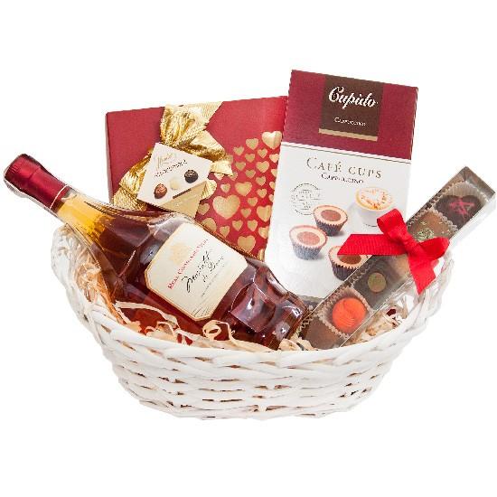 Kocham Cię Mamo, Wino Moscatel do duro z czekoladkami i pralinami w wiklinowym koszyku