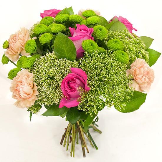 Bukiet Kolorowa Polana, różowe róże w bukiecie, róże i goździki z zielenią dekoracyjną