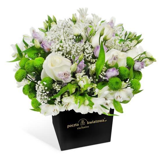 kompozycja subtelne uczucie, kwiaty w czarnym pudełku, białe róże, eustoma, santini zielone, gipsówka