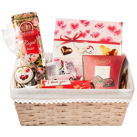 kosz prezentowy, czekoladki hamlet, ciastka tivoli, herbata, kawa, prezent na dzień matki