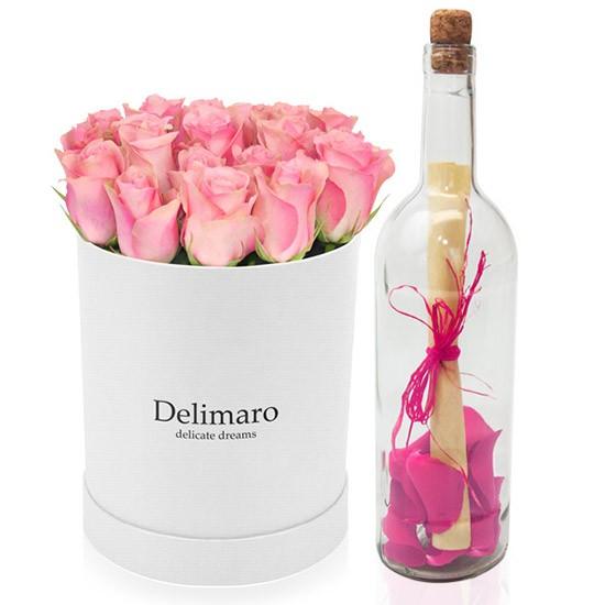 Flowerbox dla Mamy, list z różowymi płatkami róż w butelce, różowe róże w białym pudełku