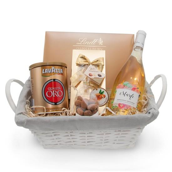 Kosz upominkowy z włoskim winem Marfi, Białe włoskie wino Marfi z kawą i czekoladkami