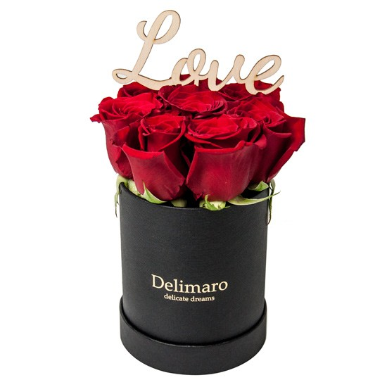 Walentynkowy Flower Box, czerwone róże w czarnym pudełku z drewnianym napisem