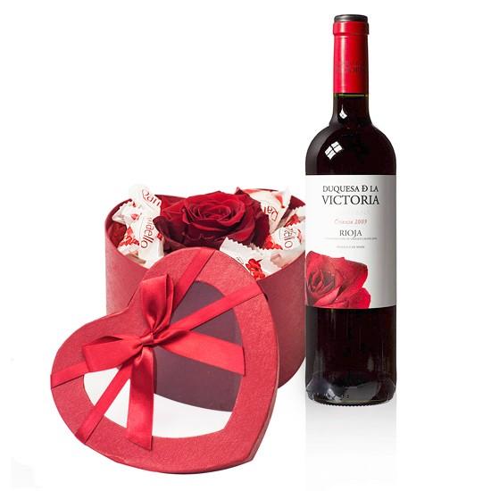 Mi amor, czerwone wino z różą i kokosowymi cukierkami w czerwonym pudełku w kształcie serca