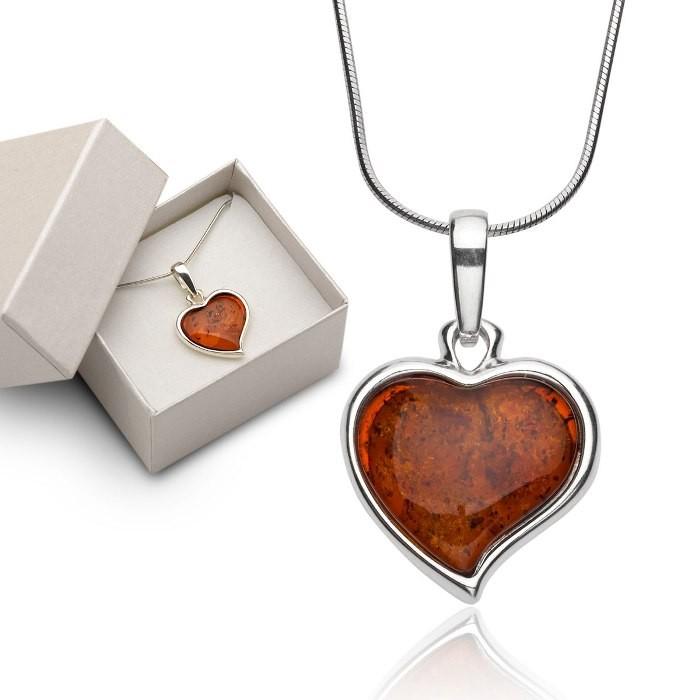 Naszyjnik - Miłość zamknięta w bursztynie, Srebrny łańcuszek z zawieszką w kształcie serca, serce z naturalnego bursztynu bałtyckiego