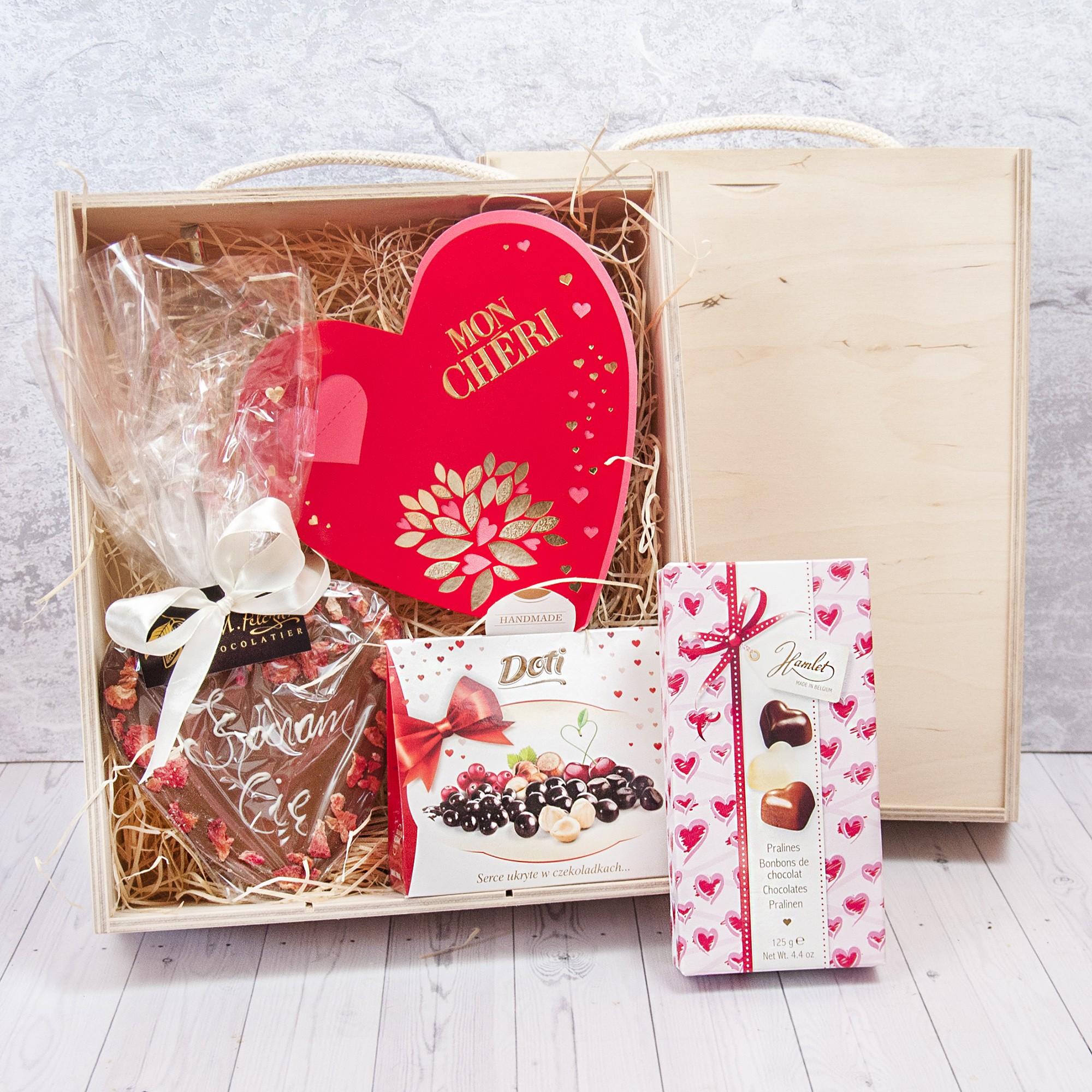 skrzynka na dzień matki, prezent dla matki, pralinki, czekoladki hamlet, czekoladki doti
