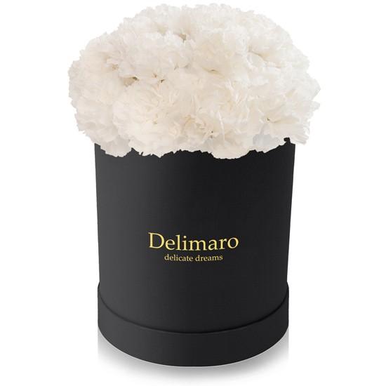 Białe goździki w pudełku czarnym, produkt Delimaro™ typu flowerbox