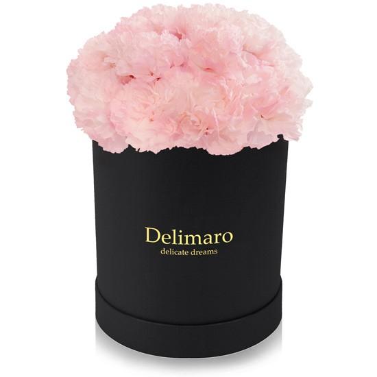 Różowe goździki w pudełku czarnym, produkt Delimaro™ typu flowerbox