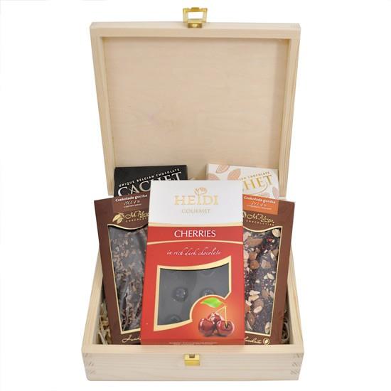 Czekoladowe życzenia, drewniana szkatułka z czekoladami, 5 czekolad o różnych smakach