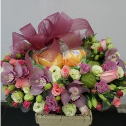 Kompozycja kwiatów i owoców