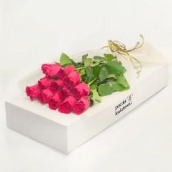 12 różowych róż