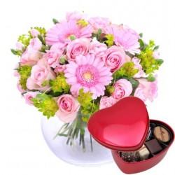 Dla kochanej mamy (różowy) - bukiet + czekoladki w kształcie serca
