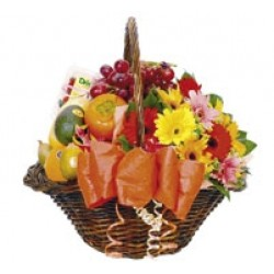 Kosz kwiatów i owoców